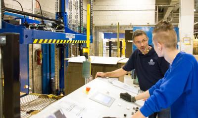 Vedlikeholdsleder David Weber hos Peterson Packaging er storfornøyd med ny stroppemaskin. – Den største gevinsten er at vi kan garantere bedre og sikrere leveranser til kundene våre, sier han.